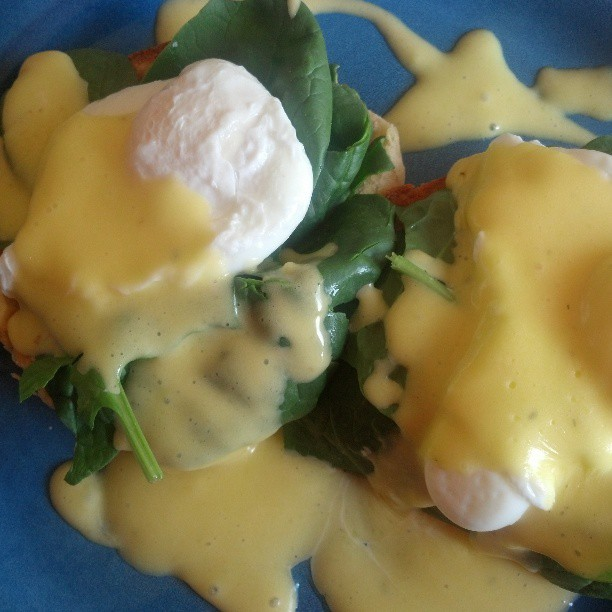 Béarnaise sauce with poached egg, spinach and ciabatta.