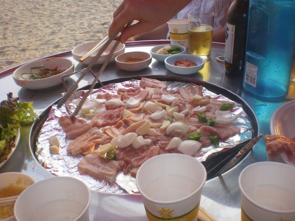 Beachside ssamgyupsal on the island of Muuido.